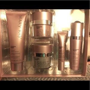 Mary Kay Timewise Repair Volufirm Set